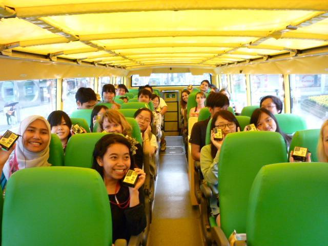 はとバス留学生招き体験試乗会