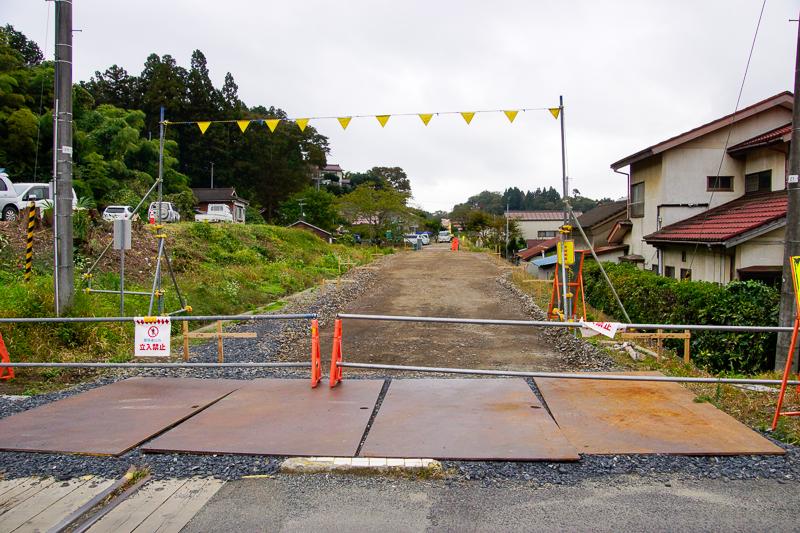 上写真の地点から180゜反対側の盛方向を眺めた光景。この写真を撮った2014年10月時点ではご覧の通りだったが、その後に整備され、2015年3月14日から鹿折唐桑までBRT専用道が供用開始されている。