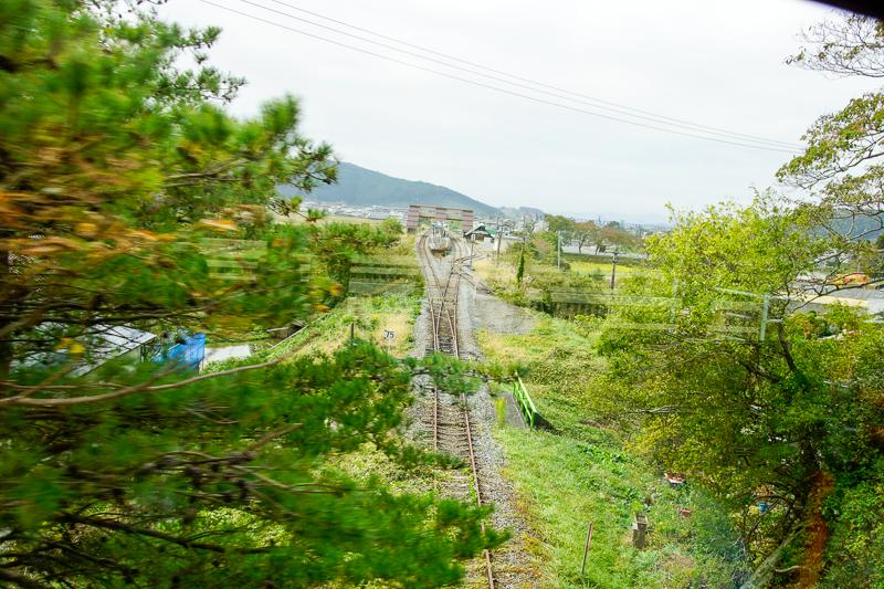 柳津駅が見えてきた。ここで跨線橋を渡り、左折すれば終着だ。