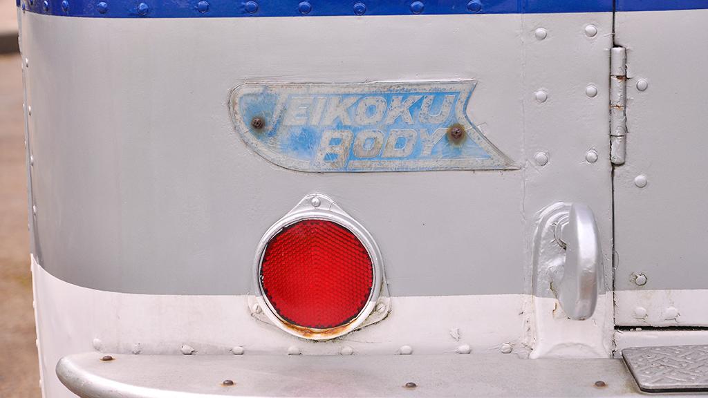 リアに掲げられた「TEIKOKU BODY」のエンブレム。
