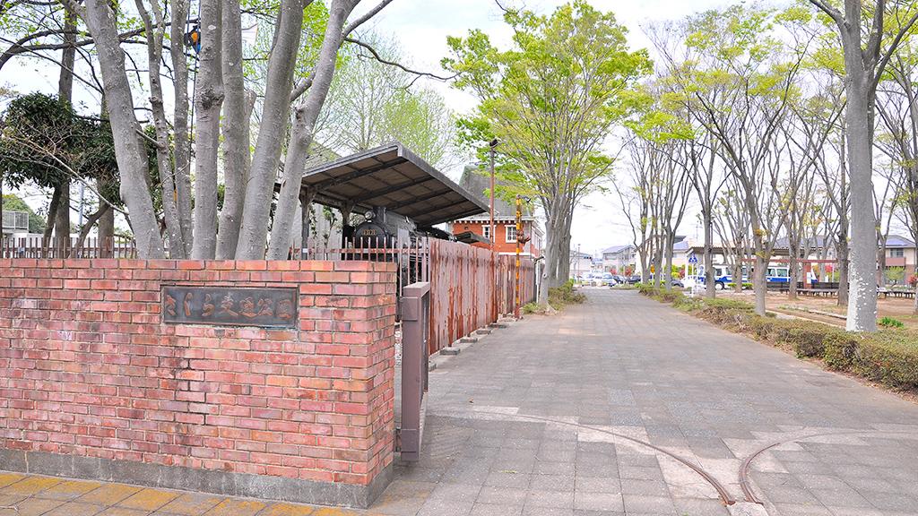 「さくら交通公園」の入口にはD51 70蒸気機関車が保存展示されている。