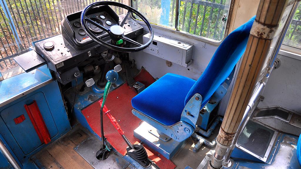 運転台は、ワンマン設備こそ撤去されているが、運転機器類はそれなりに残っている。