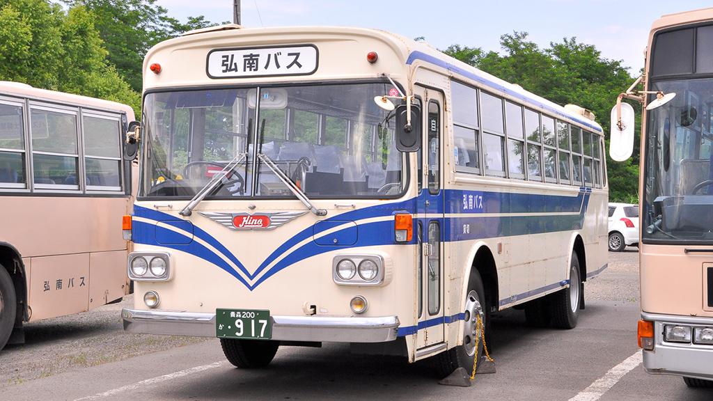 フロント上に行き先表示窓を備えているが、前扉のみのトップドア車というバージョン。これにより、バスツアーや貸切りバスに適している車体タイプといえるだろう。
