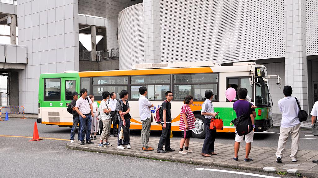 閉会直前に、 都バス展示車の日産ディーゼル+富士重製車体N-K469が直行バス乗り場を迂回して帰るというサプライズを披露してくれた。