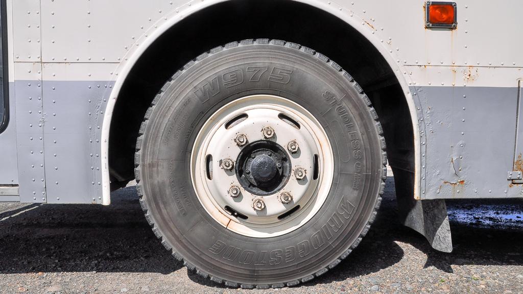 前輪のタイヤサイズは10.00R20-14PR。