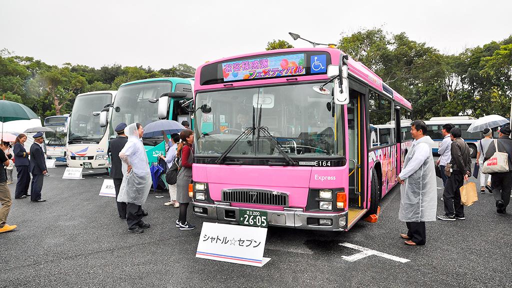 環七道路の葛飾区や江戸川区の区間や、さらには東京ディズニーリゾートまでの間に運行されているシャトルセブンバスの行先表示器にはイベント名がカラーで表示されていた。