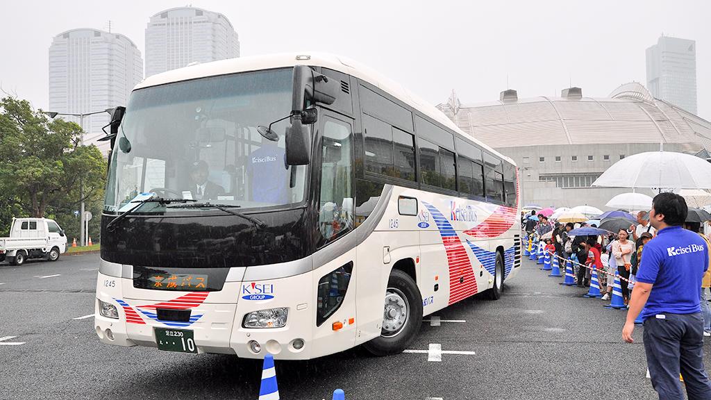 「高速バス試乗会」に使われたもう一台の、2013年に建造された創立10周年記念車両いすゞガーラ。