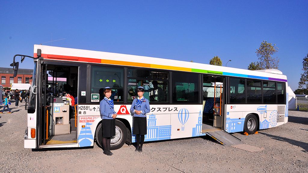 フジエクスプレスには観光バスのバスガイドさんも参加。なお、顔には2人からの要望でボカシを掛けてある点をお許し願いたい。