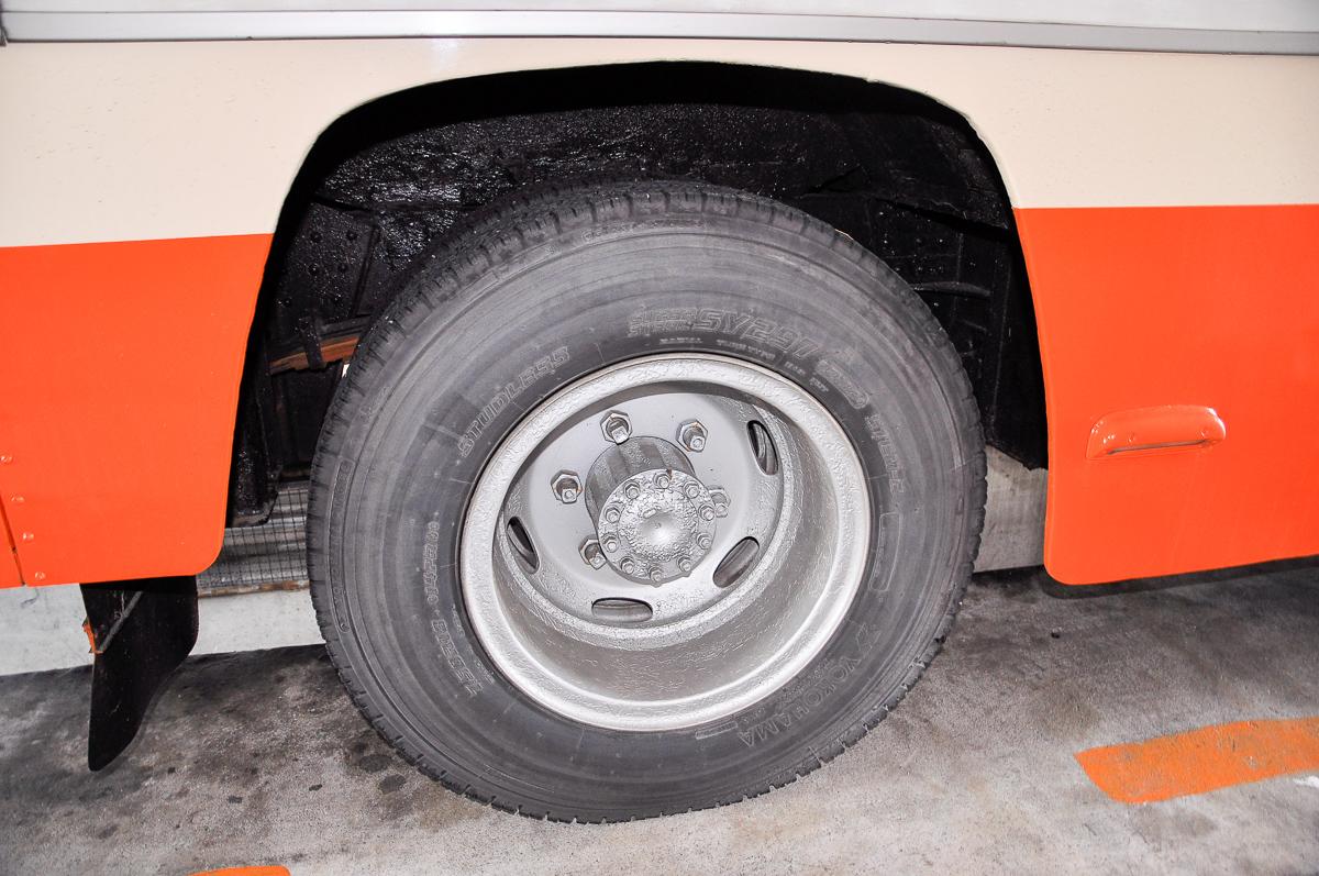 後輪のタイヤはヨコハマで、7.50R18-14PRをダブルで履く。