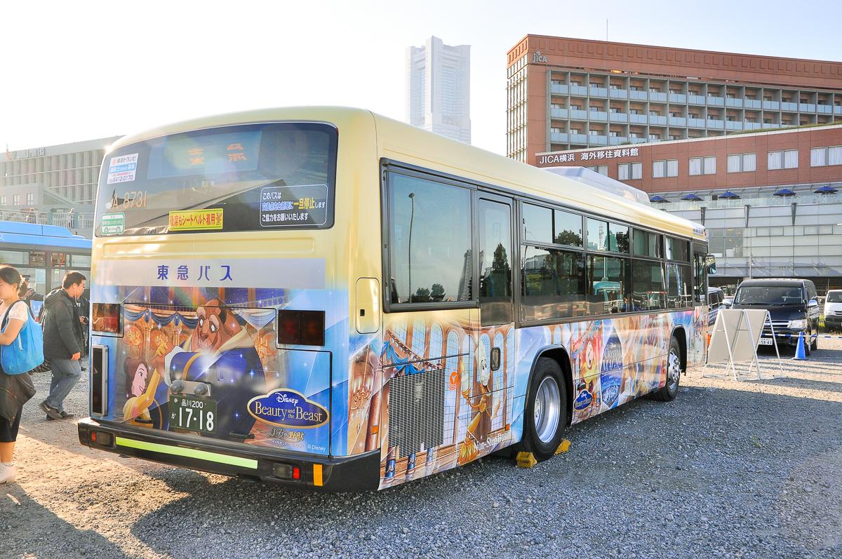 東急バスA8731淡島営業所 Disneyラッピング 日野ブルーリボンII PJ-KV234L1。行先表示器の左(車体的には右側)に「ノッテちゃん」が見える。